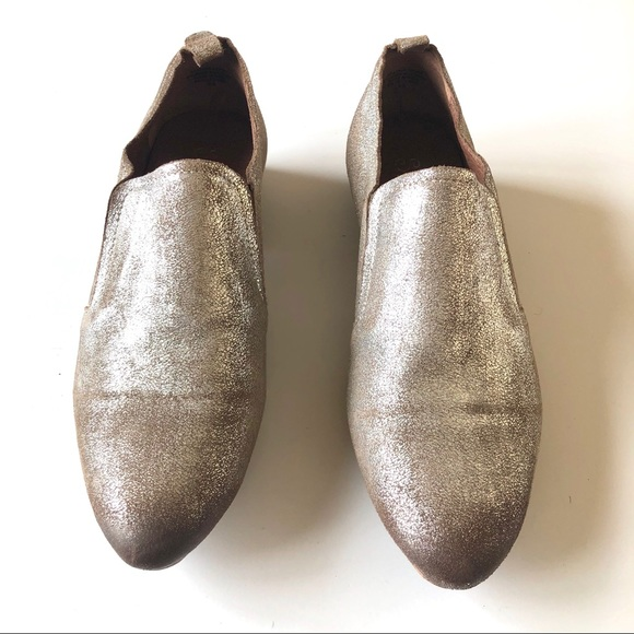 Seychelles Shoes - Metallic silver Seychelles with distressed toe